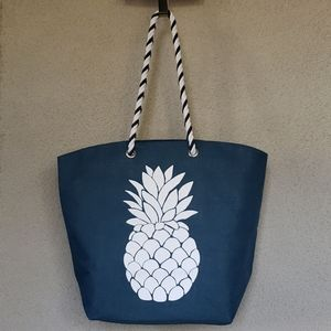 NWT Pineapple bag. Ready for the Summer.
